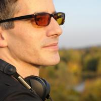 DJ rewerb, Sonnenbrille