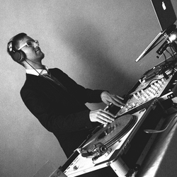 DJ VA, Julian Vasel