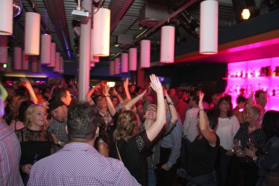 300 Minuten Party, Hands up bei Ü30 House Edition im Terminal90