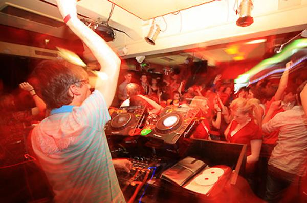 House DJ rewerb