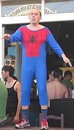 Blauer Klaus, Spiderman-Kostüm, Bora Bora, Ibiza