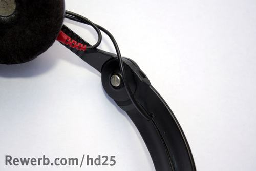 Kabel in Nut des Kopfbügels beim Sennheiser HD 25